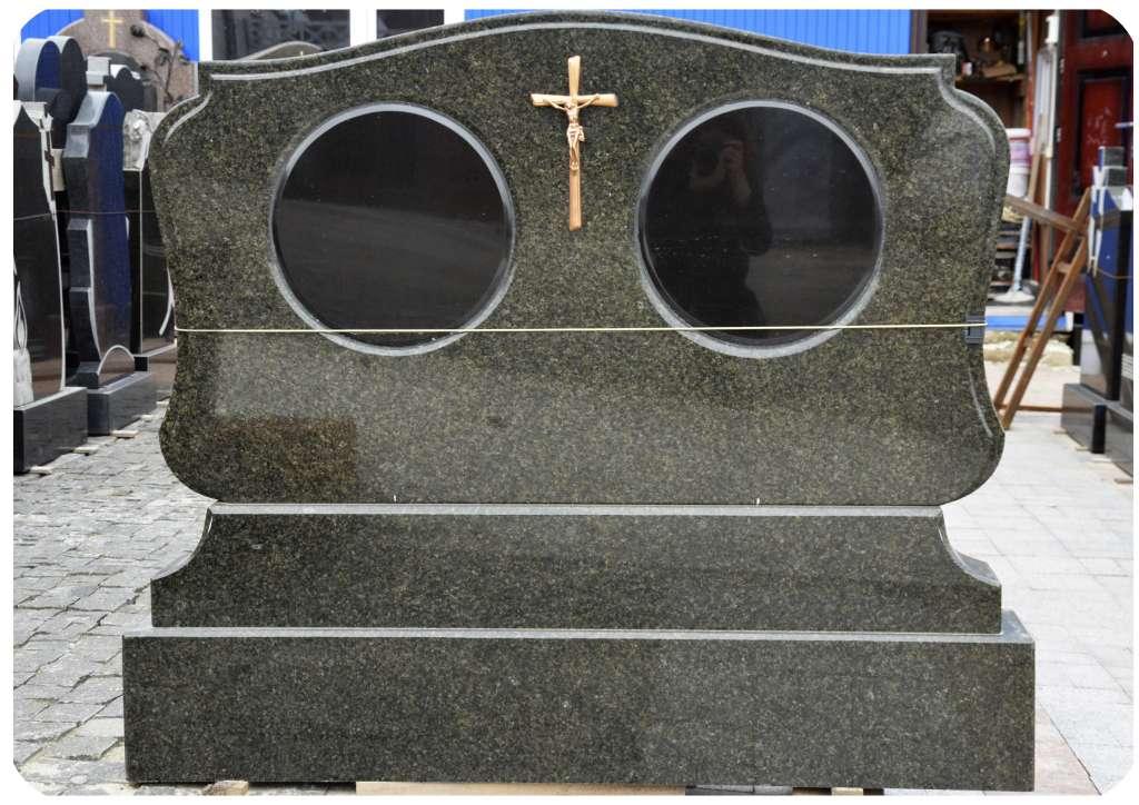 Мемориальный комплекс с крестом Фатеж